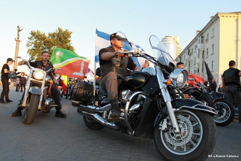 Самый крупный мотоклуб юга провел в Новороссийске самое крупное в своей истории шоу