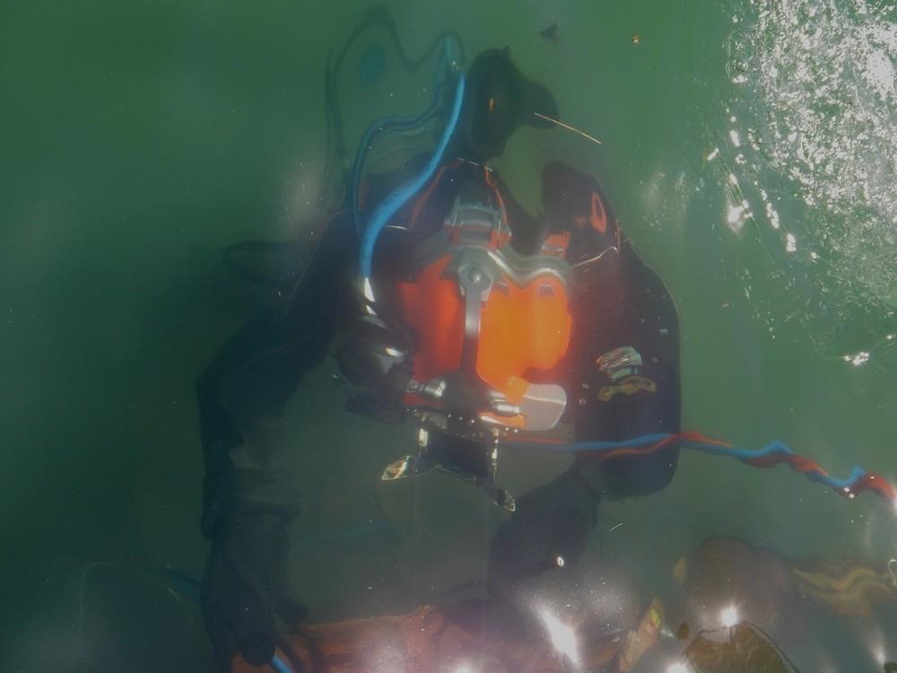 Опасную находку обнаружили на морском дне новороссийские водолазы
