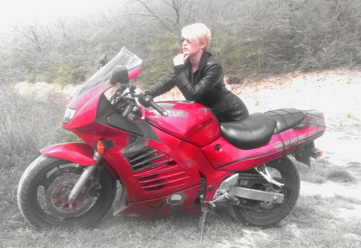 - Спортивный мотоцикл - это любовь с первого взгляда, - Татьяна