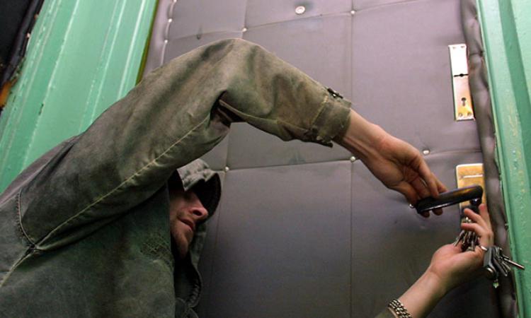 Квартирных воров, «наследивших» в Новороссийске, задержали силами Росгвардии
