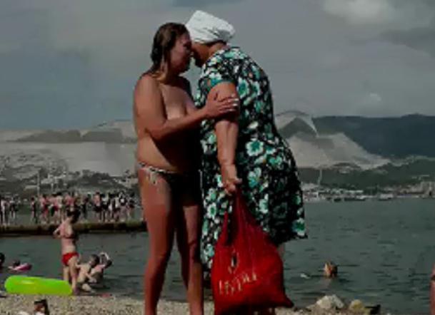 Стриптиз на новороссийском пляже возмутил отдыхающих