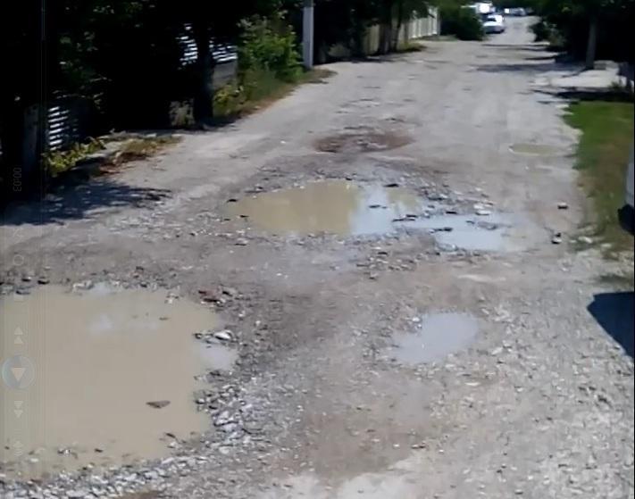 Уже 15 лет никто не вспоминает о ремонте одной из улиц Новороссийска