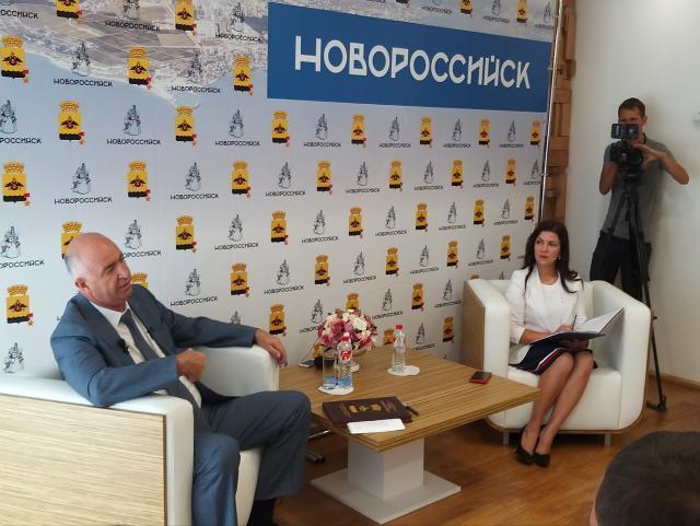Глава Новороссийска объяснил зачем на Магистральной делают широкие тротуары