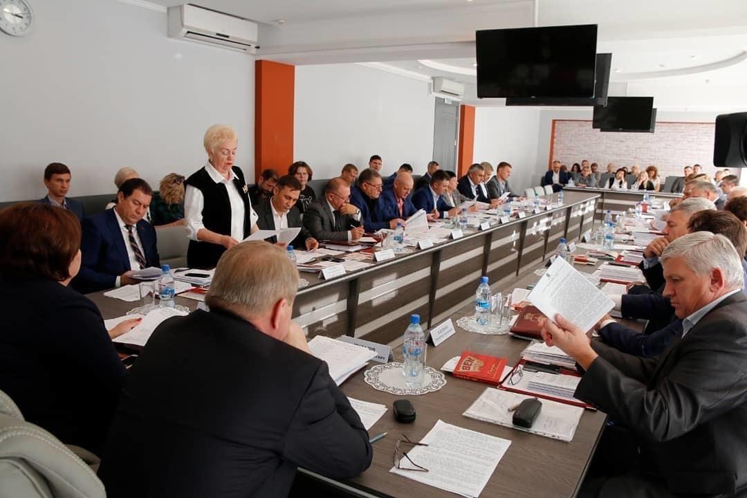 Дума Новороссийска утвердила кадровые перестановки и сниженную налоговую ставку