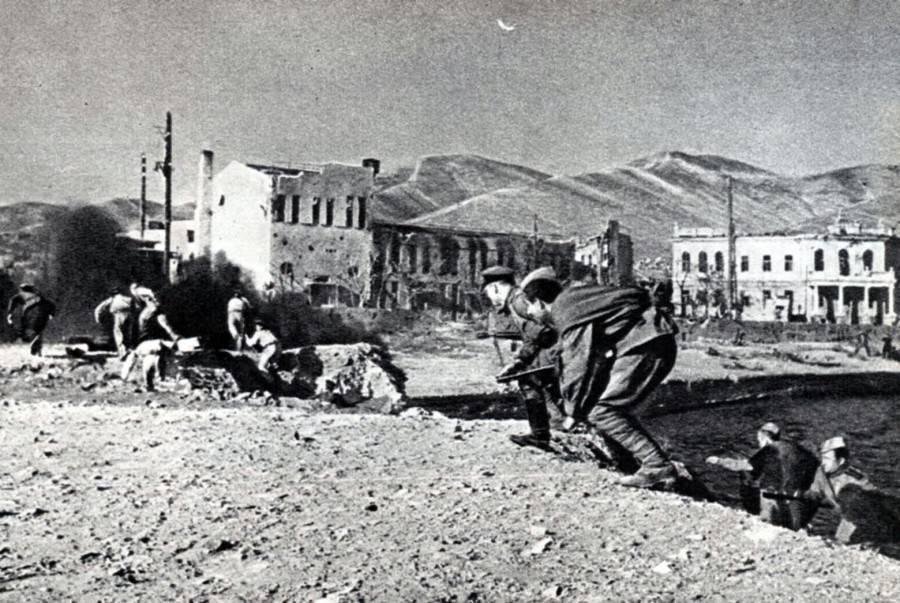 Новороссийск 75 лет назад: 35 тысяч выстрелов за 15 минут