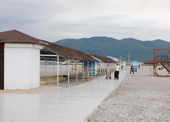 В Новороссийске началась подготовка пляжей к летнему сезону