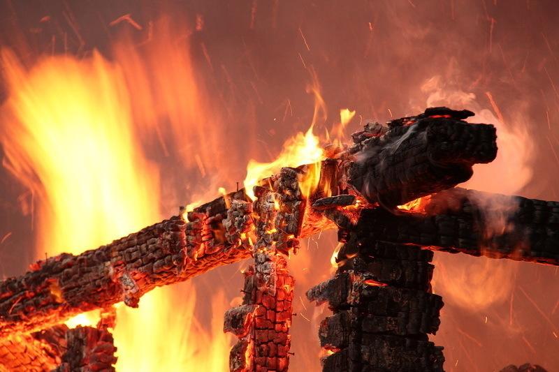 Пожар унес жизни матери и троих детей в Кабардинке
