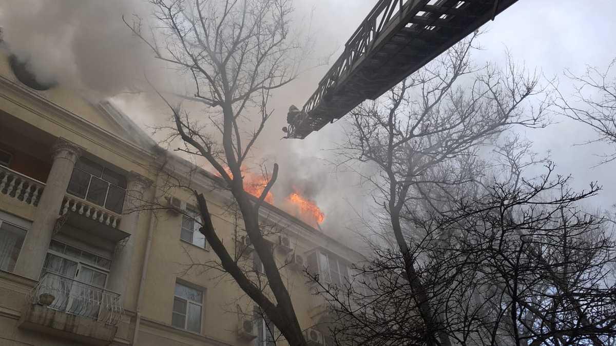 Из огня вывели 120 человек в центре Новороссийска