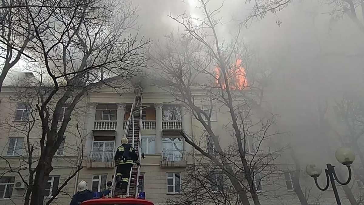 Крупный пожар в центре Новороссийска удалось потушить