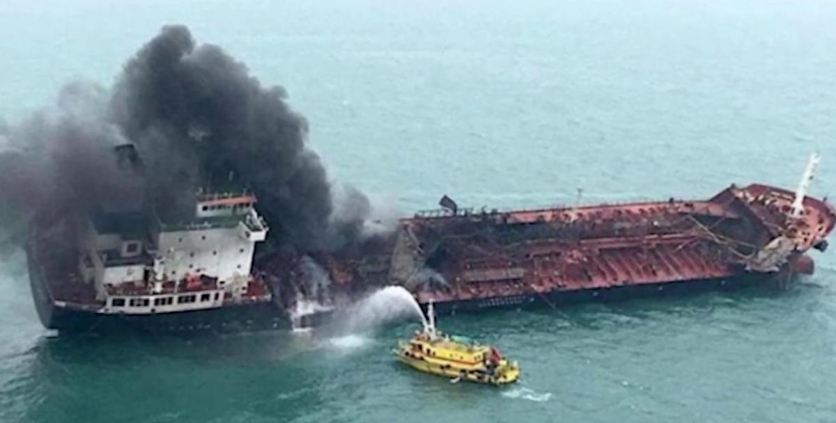 С горящих танкеров сняли 11 российских моряков: 10 мужчин и 1 женщину