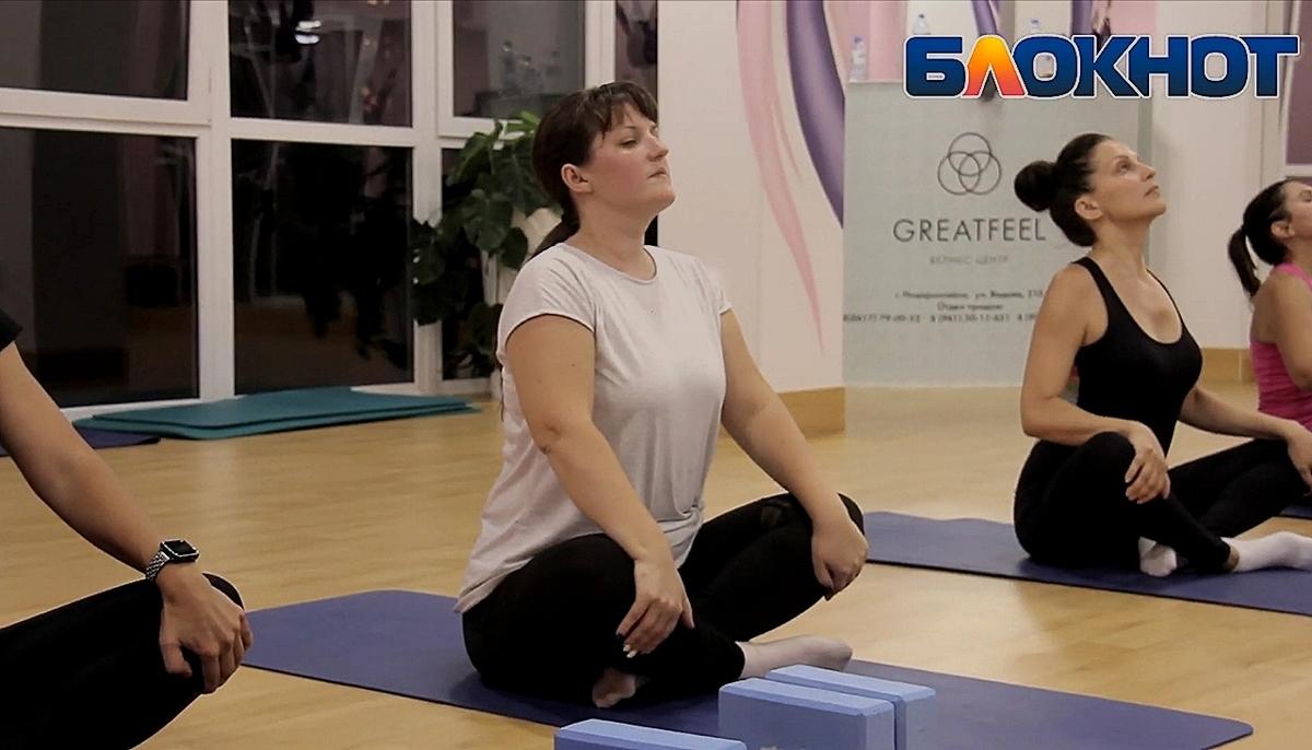 На тренировках Ольга Спичакова тянет мышцы и растягивает удовольствие