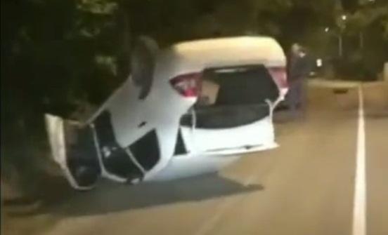В Абрау-Дюрсо водитель положил свое авто на крышу