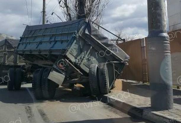 «Лавировал и не вылавировал». Очередной зерновоз перекрыл полдороги в Новороссийске