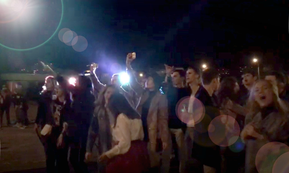 Молодёжь рвала джинсы, горло и душу на пати на квадрате в Новороссийске