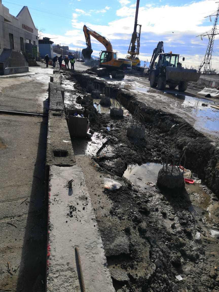 Строительные работы привели к прорыву канализации в Новороссийске