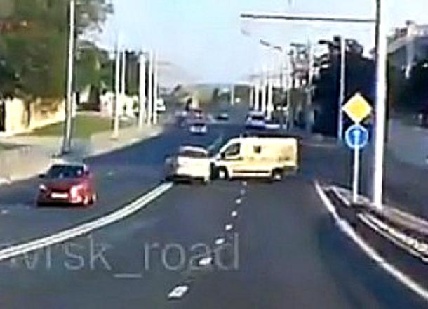 Инкассаторы снесли джип в Восточном районе Новороссийска