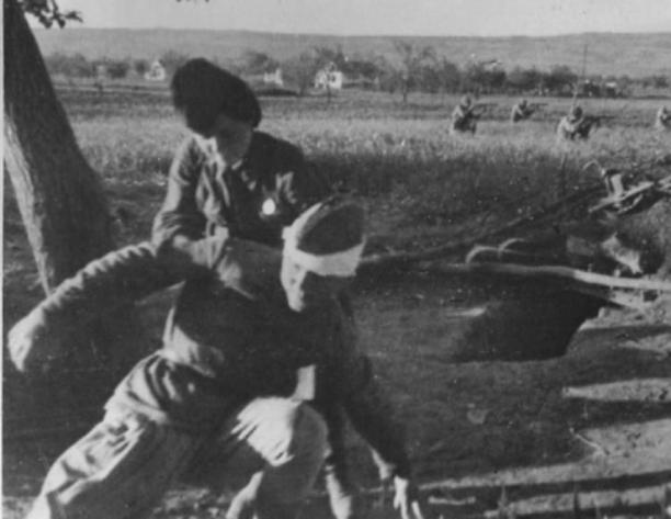Новороссийск 75 лет назад: санитарка отвоевывает бойцов у смерти