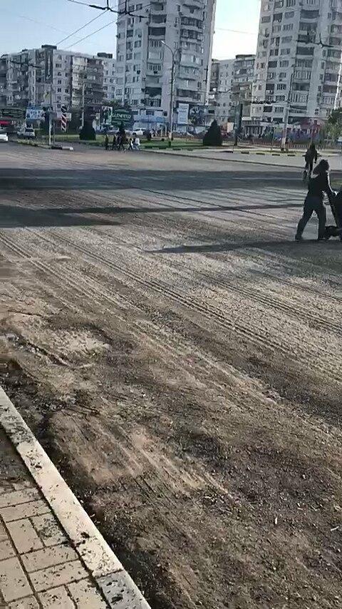 Кто вернет асфальт на крупном перекрестке в Новороссийске?