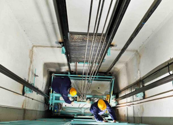 В администрации Новороссийска пообещали вернуть лифты в дома