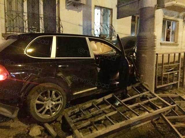 Новороссиец на Porsche лишился зубов и автомобиля