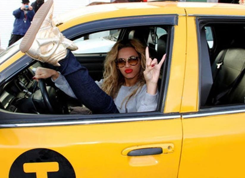 Женщины водят такси лучше мужчин