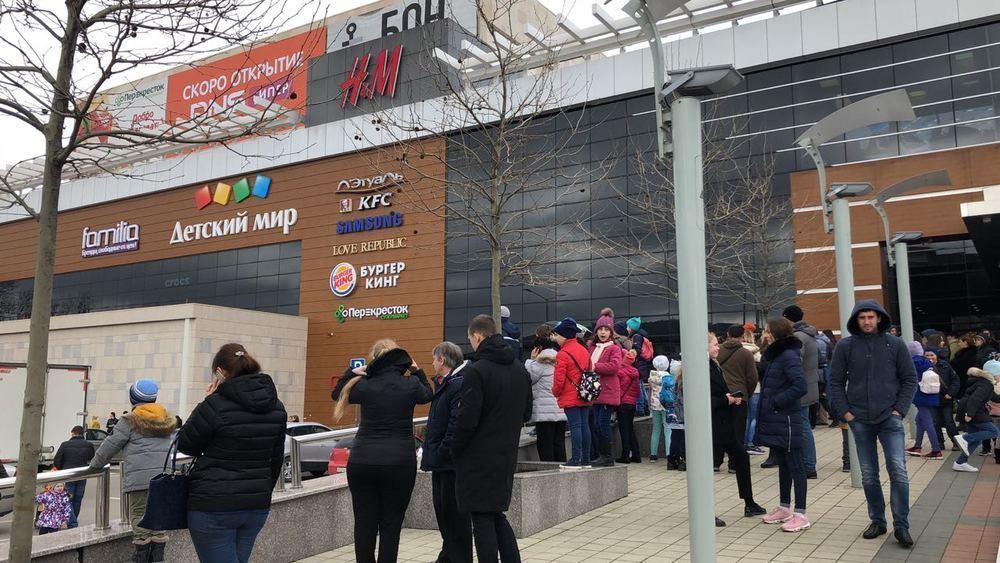 Людей экстренно эвакуировали из торгового центра «Бон Пассаж» в Новороссийске