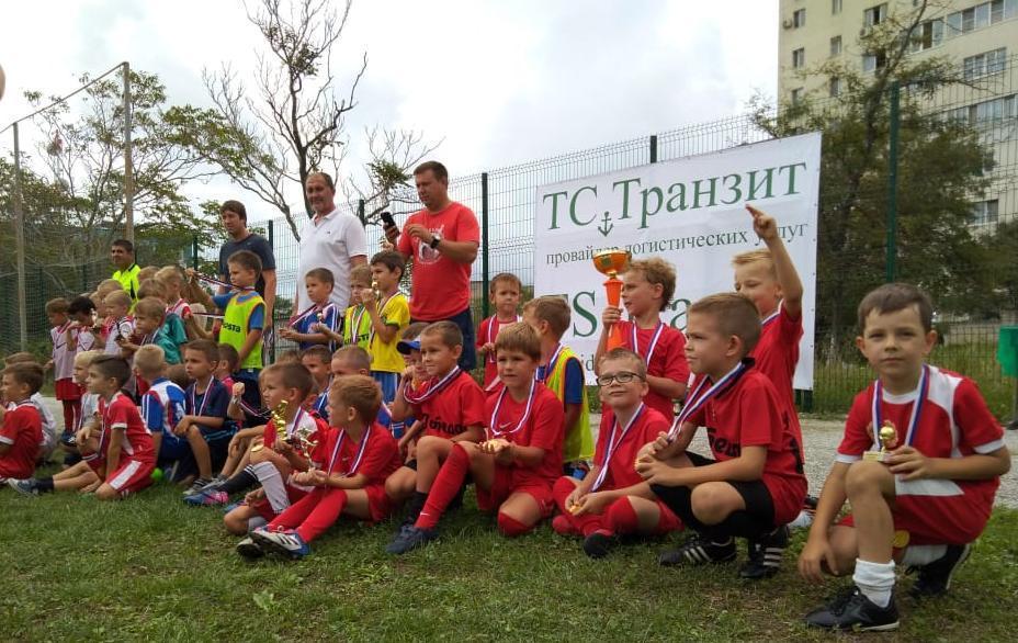 Шестилетки из «Олимпийца» вели взрослую игру на  футбольном поле в Новороссийске
