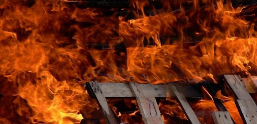 Четыре пожарных бригады тушили двухэтажный дом в Новороссийске