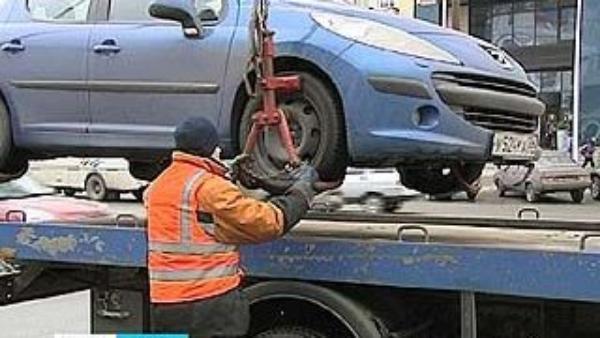 Автоледи не смогла защитить свой автомобиль от новороссийского эвакуатора