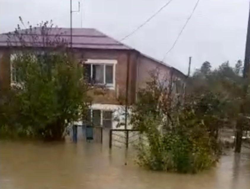Новороссийским спасателям страшно видеть затопленные дома в Хадыженске
