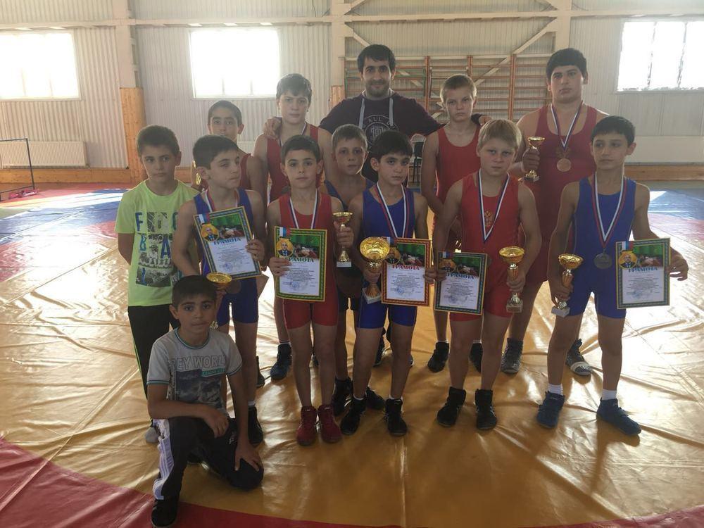 Новороссийские борцы вернулись домой с наградами