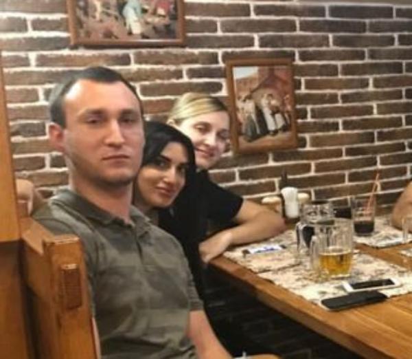 Роман Савенок нашел приключения в большой компании кавказских девушек