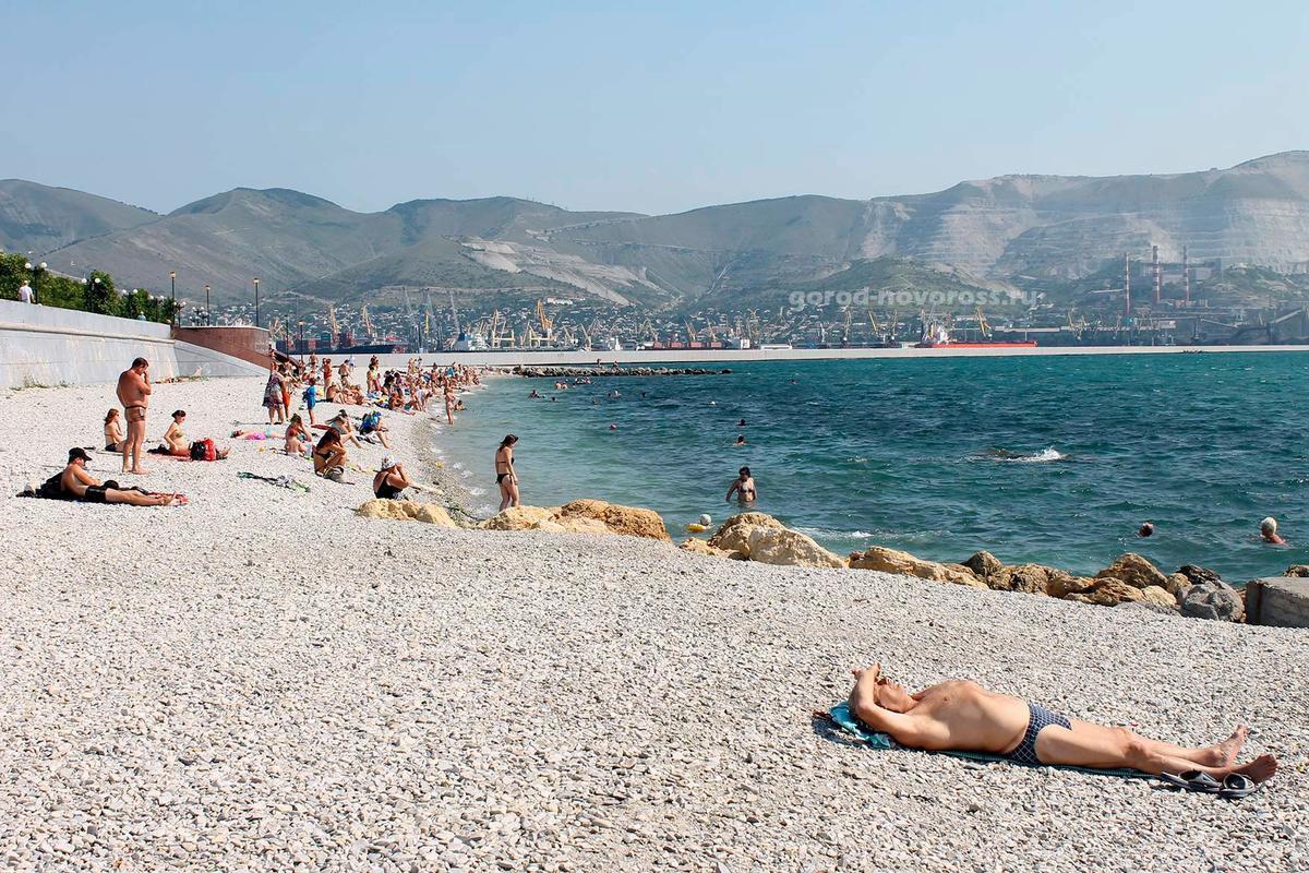 Две жизни спасли медики и спасатели на пляжах Новороссийска в минувшие выходные