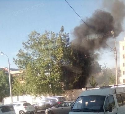 Черный дым поднялся над улицей Энгельса в Новороссийске