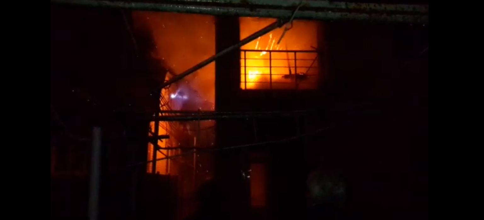 Крупный пожар в Новороссийске тушили полтора часа