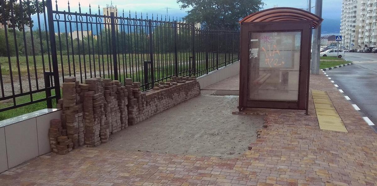 Устанавливаются красивые остановки в Южном районе Новороссийска