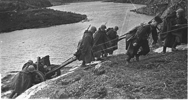 Новороссийск 75 лет назад: земные боги войны