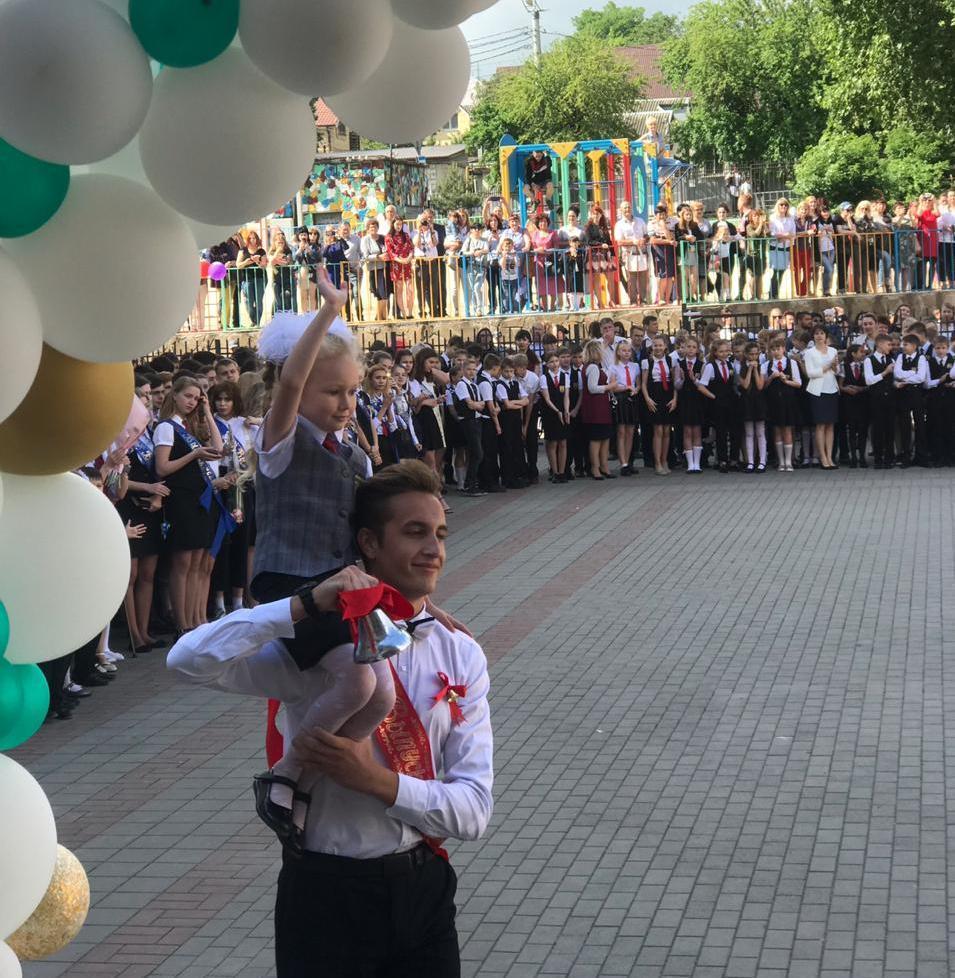 Для 4,5 тысяч старшеклассников в школах Новороссийска прозвенел «последний звонок»