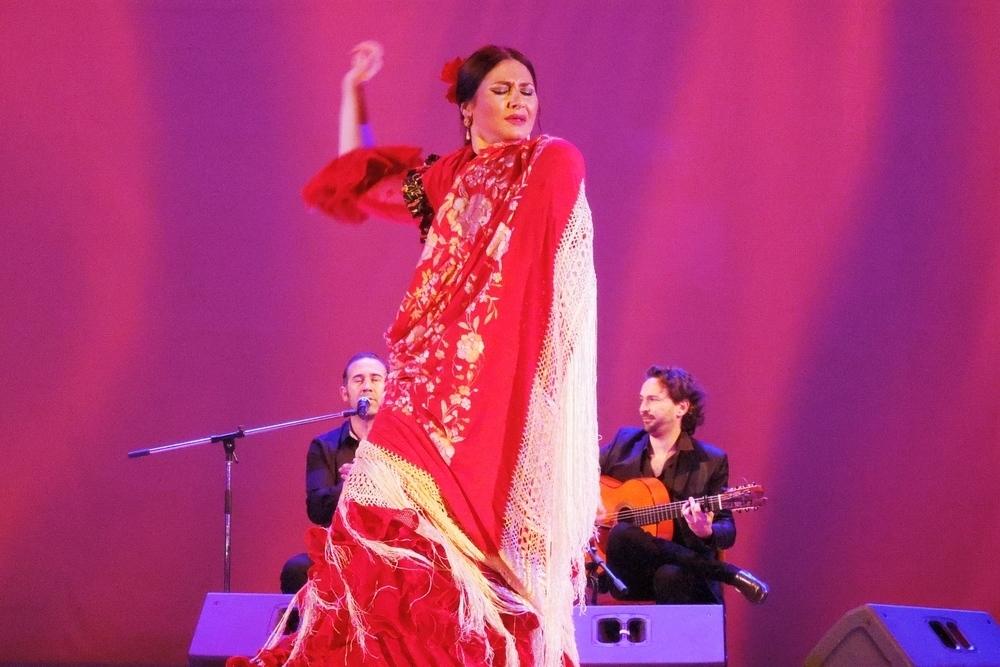 Фламенко превратило Новороссийск в знойную Андалусию