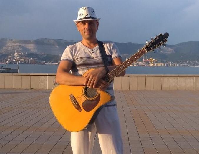 - Люди «отбили» меня у полиции, - музыкант с новороссийской набережной Александр Семьянинов