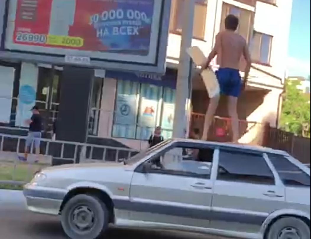 Чем грозит новороссийцу выходка с перекрытием дороги и танцами на автомобиле