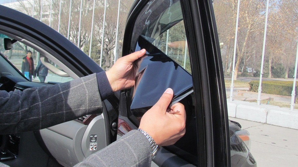 Новороссийцы стали чаще прятать свои лица за тонировкой автомобиля