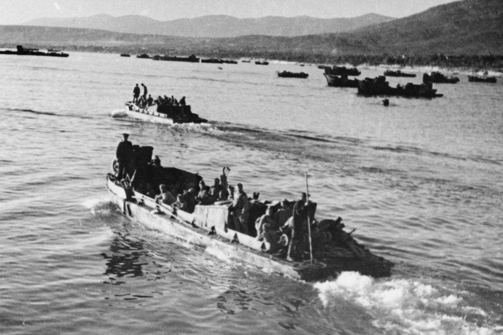 Новороссийск 75 лет назад: куниковцы клянутся перед боем, как и прежде