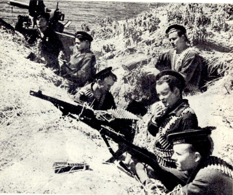 Новороссийск 75 лет назад: как обеспечить снабжение армии под обстрелами?