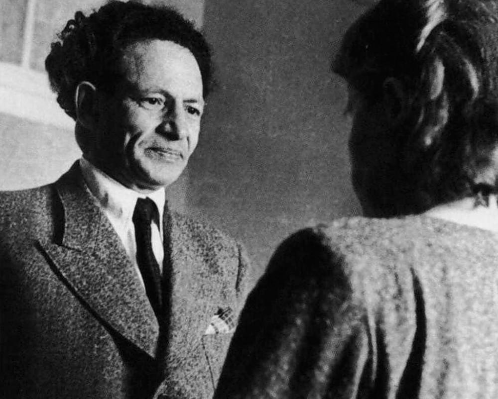 Календарь: 10 сентября родился советский гипнотизер, чтец мыслей и просто волшебник