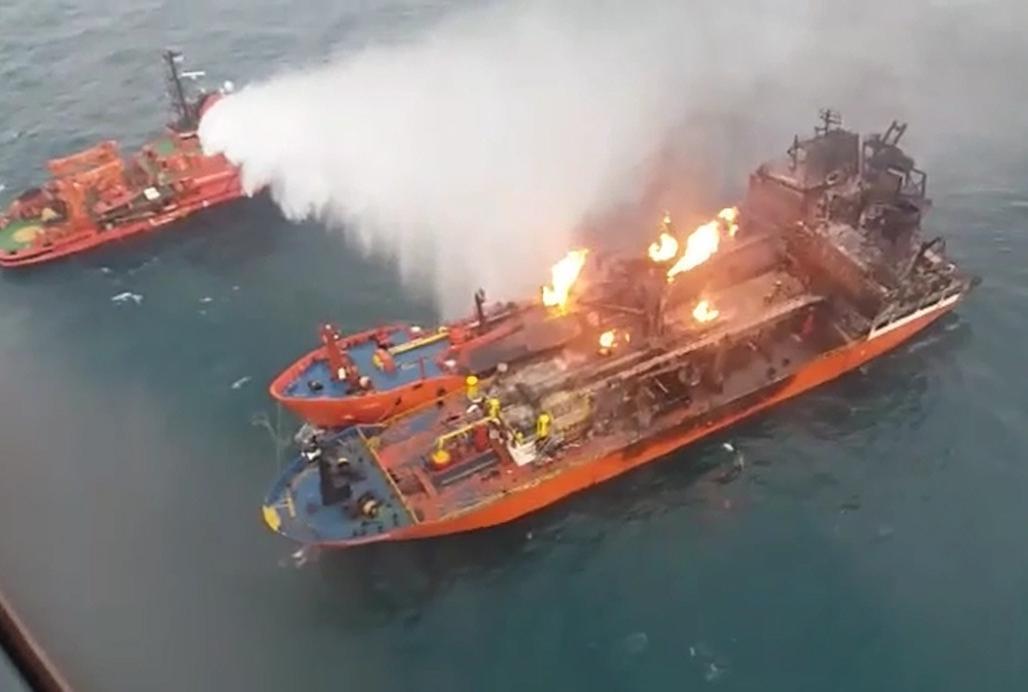 В Черном море в пожаре погибли моряки. МЧС продолжает поиски уцелевших