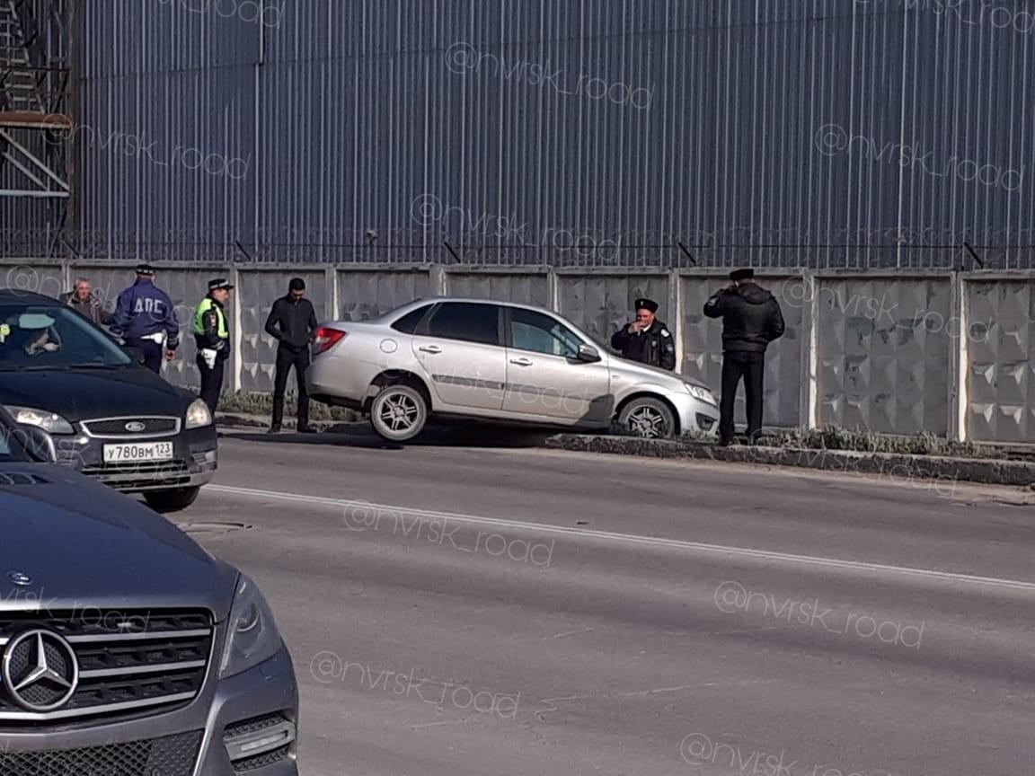 В Челябинск прилетел метеорит, поэтому в Новороссийске улетел автомобиль