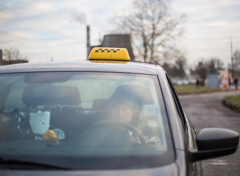 В Новороссийске мужчина избил и обокрал таксистку