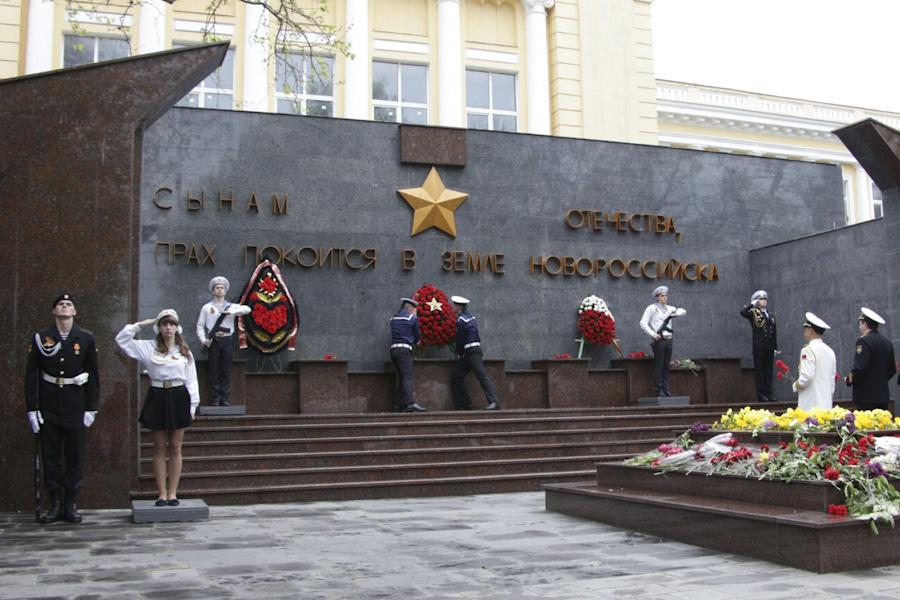 Календарь: В Новороссийске появилась площадь Героев