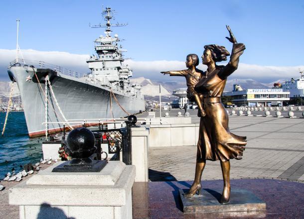 День в истории Новороссийска. Куда смотрит жена моряка?